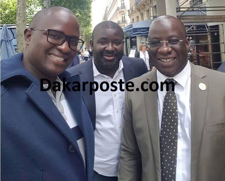 """Lahat Ndiaye au milieu, Mbagnick Diop """"Souche"""" en costume cravate et Cheikh Gadiaga"""
