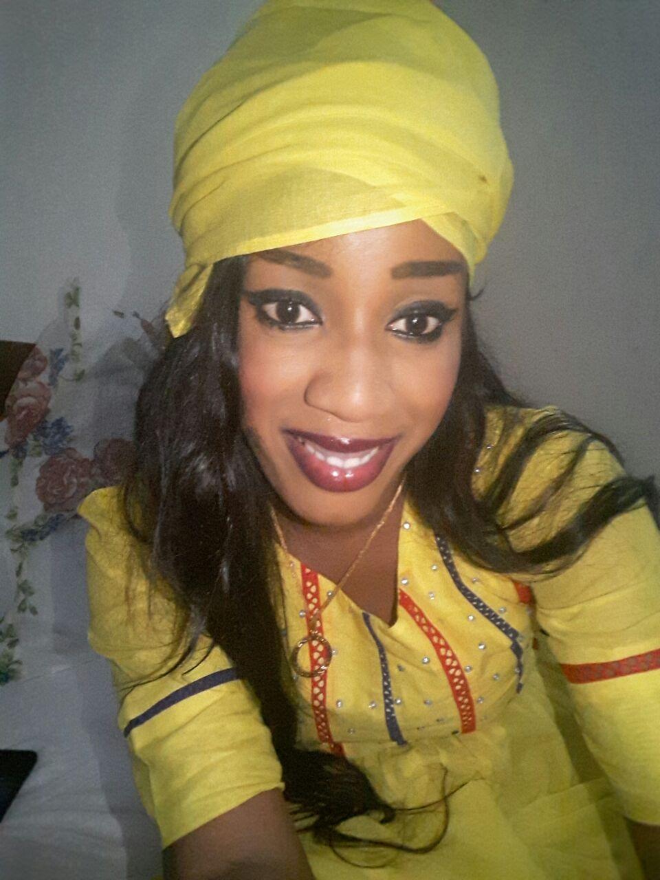 Fatma Ndiaye ex d'un ministre sous Wade et directrice du complexe de beauté linguère création & couture prend du bon temps, elle devient une grande business woman