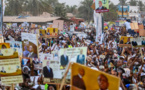 Meeting à Ziguichor : Macky chante la Casamance