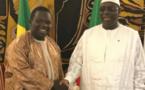 """Célébration de la naissance de Nabi- Elhaj Dia, responsable de l'APR à Bambey, offre un magnifique """"Kamil"""" à Serigne Mame Mor Mbacké"""