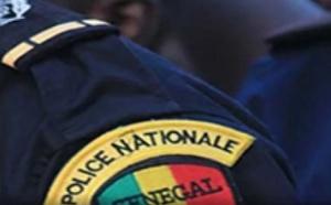 Couvre-feu et matraquage de journalistes - ce policier n'a aucun sens du discernement !