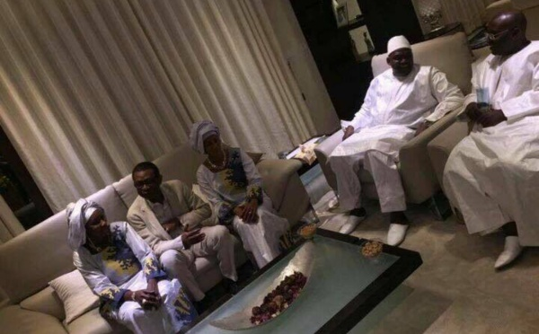 Youssou Ndour reçu par Adama Barrow