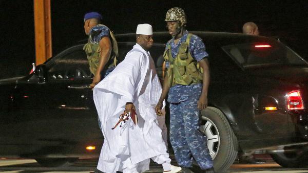 Le départ en exil de Yahya Jammeh (IMAGES)