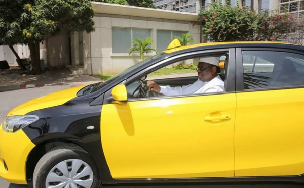 Photos: Macky Sall réceptionne les taxi de l'émergence
