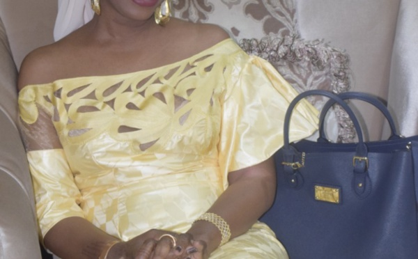Adja Aby Ndour sublime dans sa tenue traditionnelle