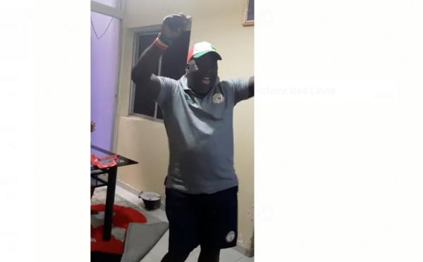 Regardez les pas de danse de l'animateur Ndoye Bane!