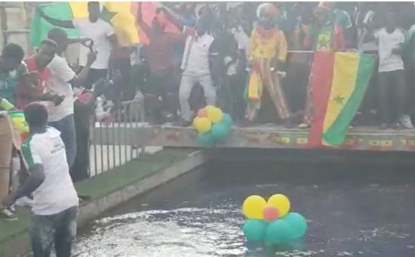 Incroyable scène de liesse à Dakar après la victoire des Lions