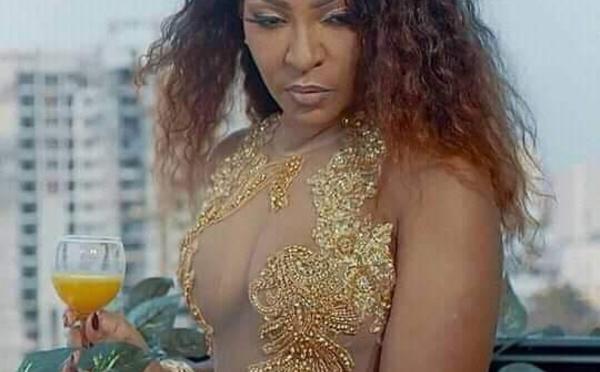 Sortie de son prochain Album – Viviane Chudid se montre plus sexy (indécente ?) que jamais