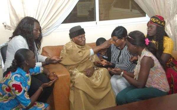 Le Président Abdoulaye Wade avec ses nièces