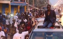 Waly Seck offre des gîtes  à des familles Gambiennes réfugiées au Sénégal