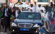 Fête d'indépendance de la Gambie: Accueil triomphal du Président Macky Sall par son homologue, Adama Barrow à Banjul (images)