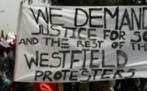Des Gambiens réclament justice contre les exactions de Jammeh