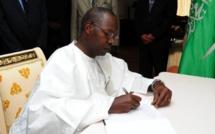 Attentat de Ouagadougou : le PM signe le livre de condoléances ouvert à Dakar