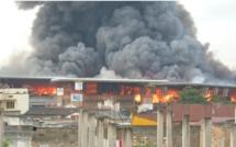 Incendie au Parc Lambaye depuis 5h du matin, plusieurs millions en fumée