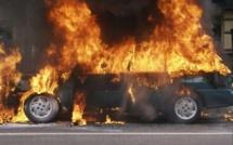 La voiture du porte parole de la collectivité Léboue incendiée par ...