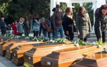 Italie : funérailles pour 26 migrantes noyées