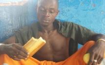 """Migrants bloqués au large de la Tunisie : """"Nous mangeons un morceau de pain et un œuf par jour"""""""