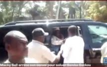 Tournée économique en Casamance : Macky Sall arrête son convoi pour saluer Samba Gakou