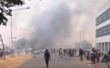 URGENT- Ça chauffe à Banjul! Des manifestants , qui réclament le départ d'Adama Barrow, dispersés à coups de grenades lacrymogènes