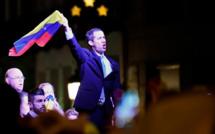 """À Madrid, l'opposant vénézuélien Juan Guaido appelle ses partisans """"à rester debout"""""""