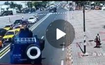 Regardez comment le fourgon de la gendarmerie a fait des dégâts sur les allés du Centenaire de Dakar !