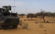 Une voiture piégée frappe la force française Barkhane au Mali, plusieurs soldats blessés