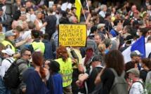 Troisième journée de mobilisation contre le pass sanitaire en France, plus de 200 000 manifestants