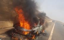 [Vidéo] Accident sur Ila Touba : Un véhicule particulier complètement consumé