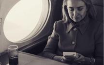 Les deux faces du cliché d'Hillary Clinton jouant à la Game Boy