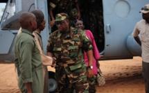 Armée Sénégalaise   Le Général Macky Sall pose des étoiles sur des galonnés