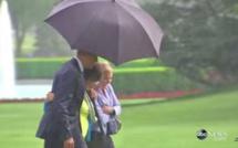 """Quand le parapluie du """"gentleman"""" Obama embrase les réseaux sociaux"""