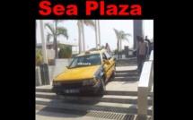 C'est vraiment le code de la déroute au Sénégal…Un autre taxi sur des escaliers à l'hôtel Sea Plaza