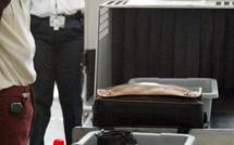 Ce pistolet automatique trouvé sur un fonctionnaire au King Fahd alors que se tenait le sommet des chefs d'Etat de la CEDEAO...