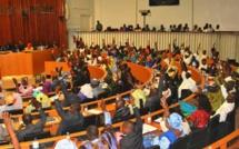 L'Assemblée nationale comme à la borne fontaine : Bagarres et insultes entre députés, Woré Sarr pique une crise