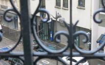 Un homme muni d'une ceinture d'explosifs abattu devant un commissariat à Paris